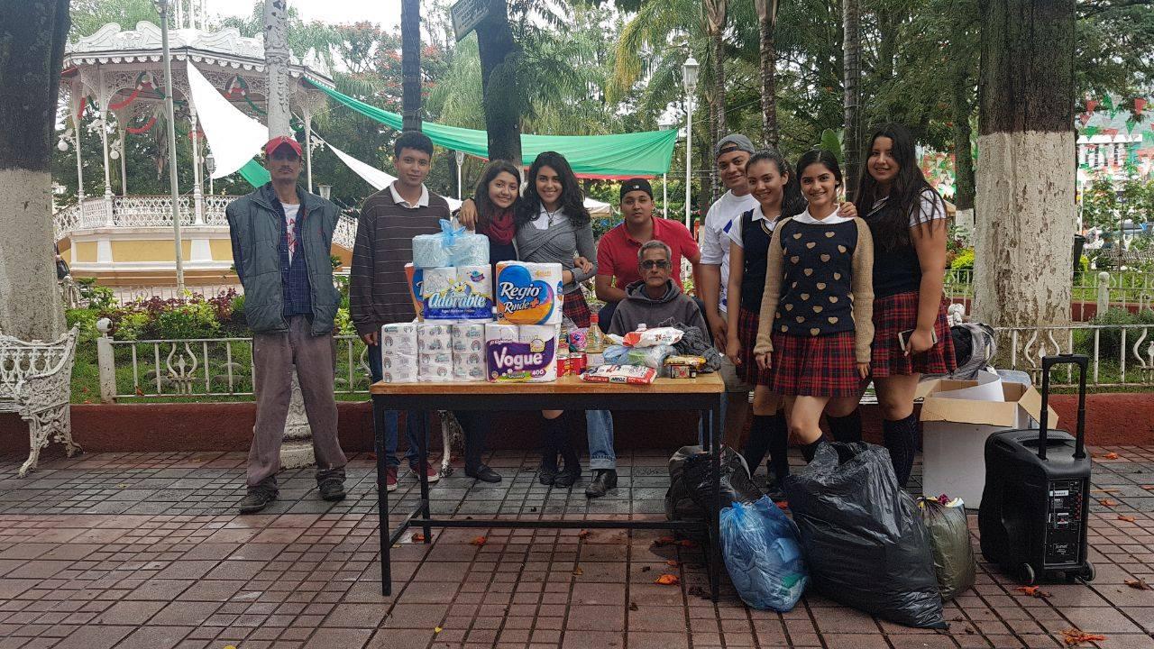Estudiantes de la Escuela Preparatoria Regional de Etzatlán