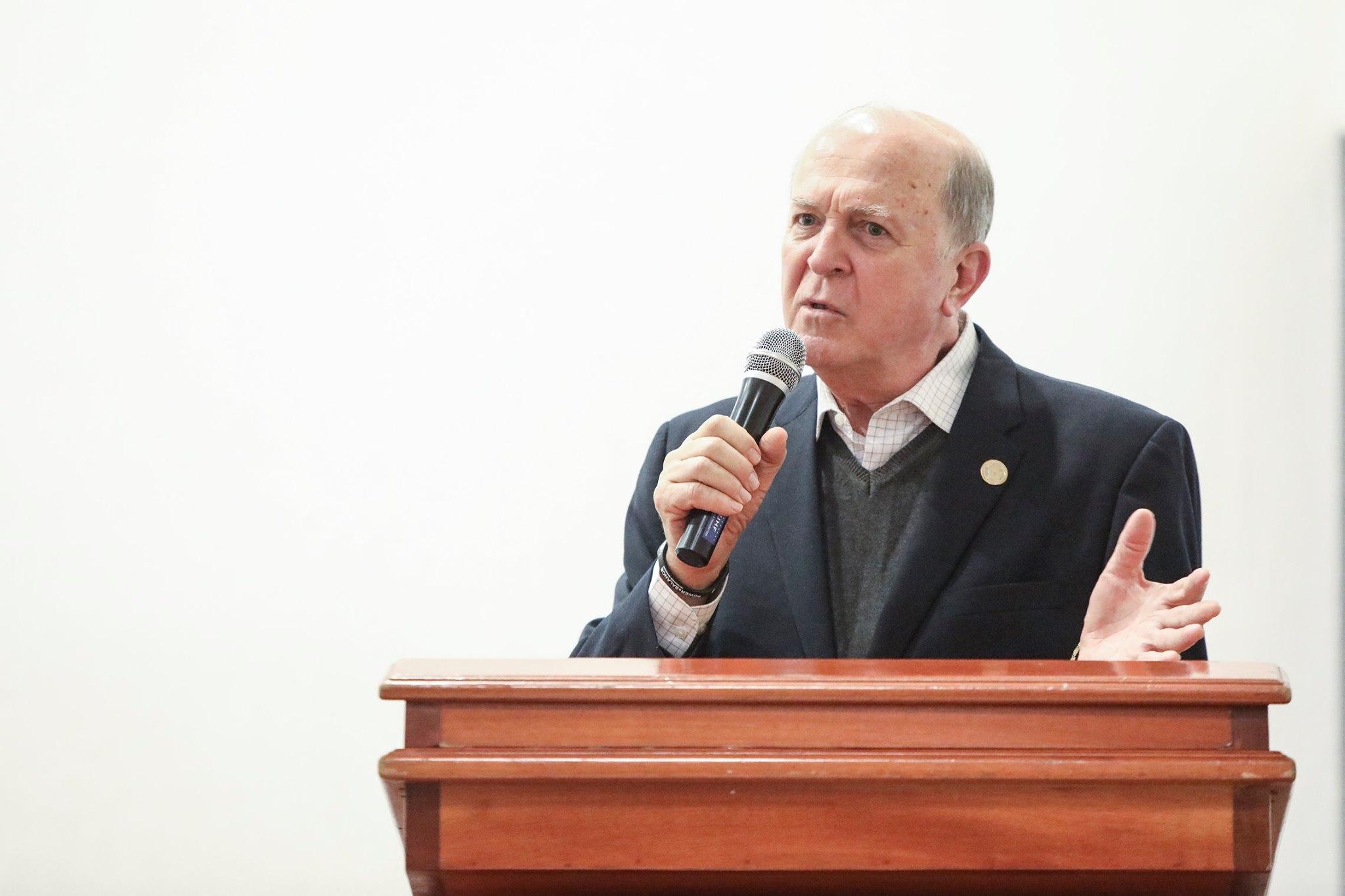 Dr. Miguel Ángel Navarro, rector del CUValles