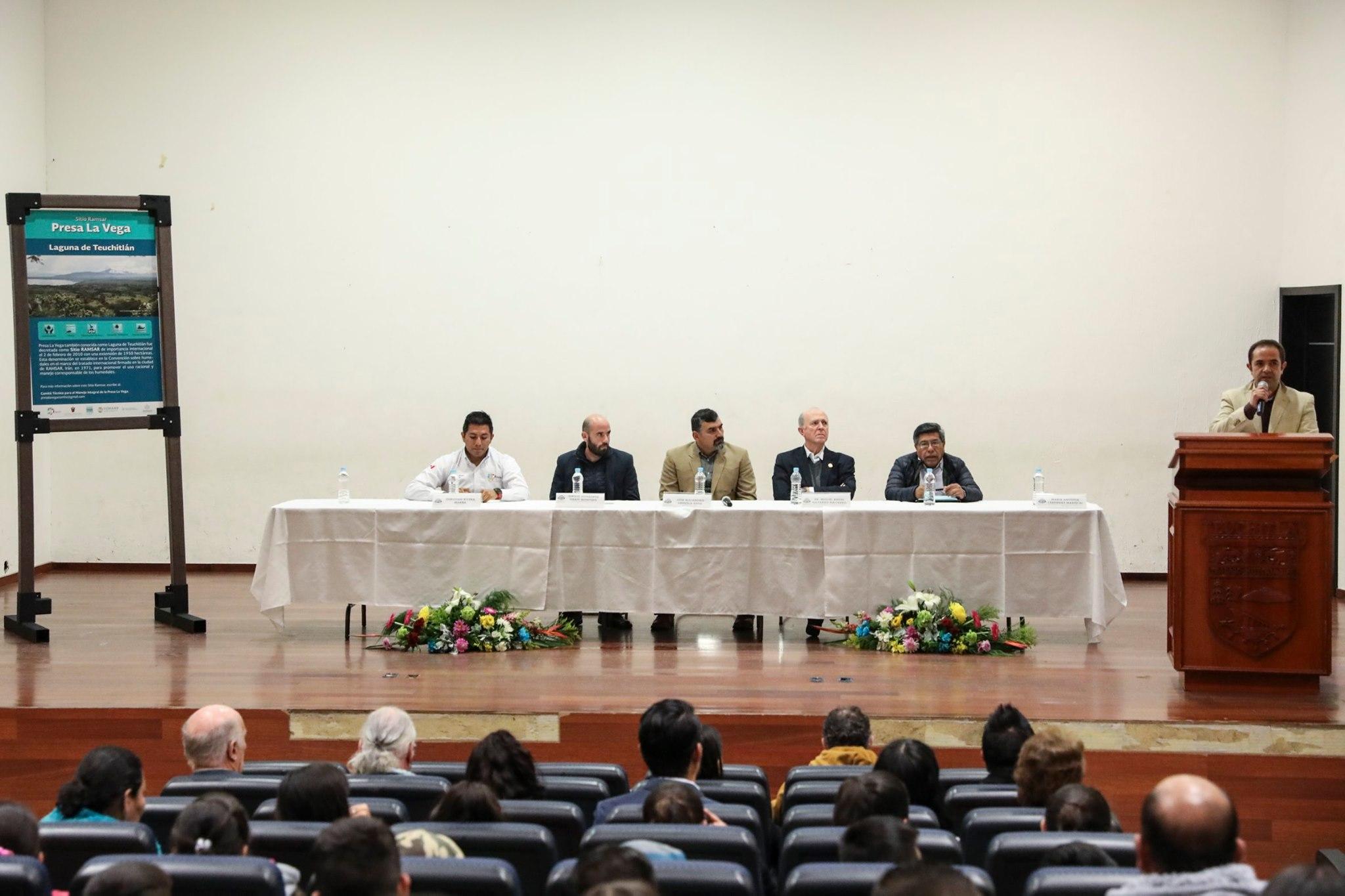 Presidium de la mesa de diálogo del Comité Presa La Vega