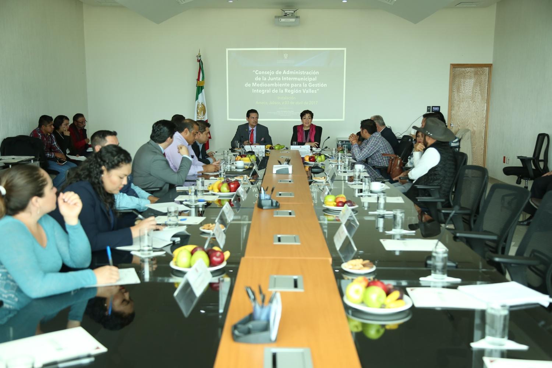 Secretaria de Medio Ambiente estatal, presidentes de los municipios de la región y el Rector de CUValles
