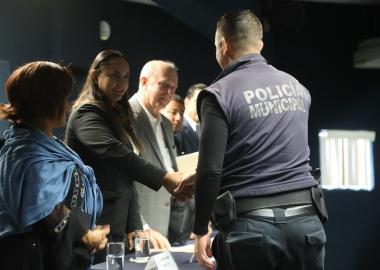 Elementos de seguridad pública reciben constancia de participación